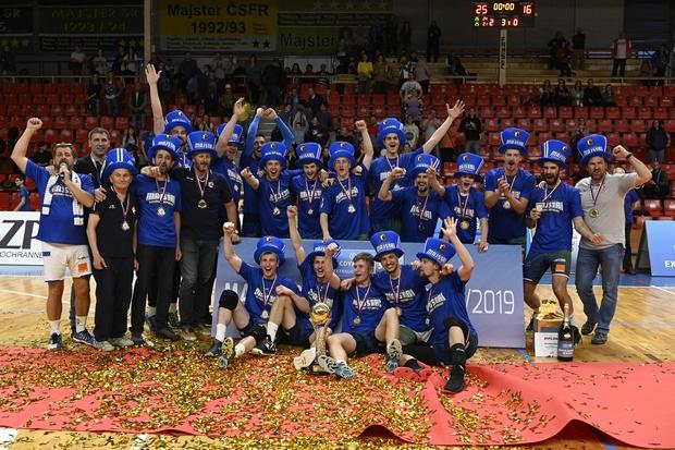 Extraligový titul obhájili volejbalisti Prievidze. FOTO: Ivan Valko