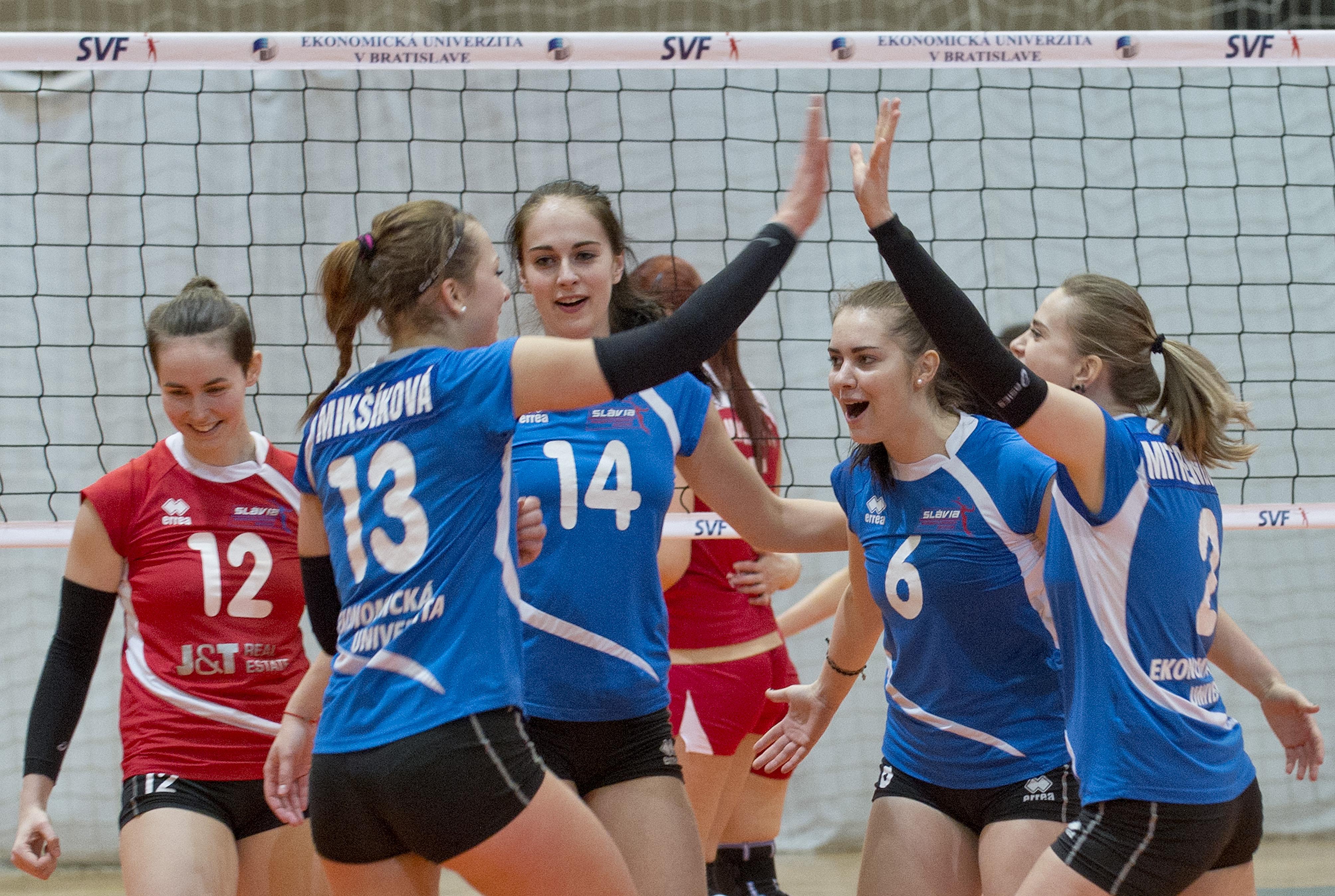 V športovej hale Mladosť 28.ročník medzinárodného turnaja Slávia EU Cup 2015 de2a6fc420